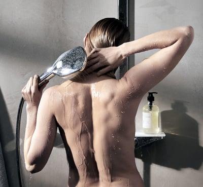 Oras_esteta_nainen-suihkussa