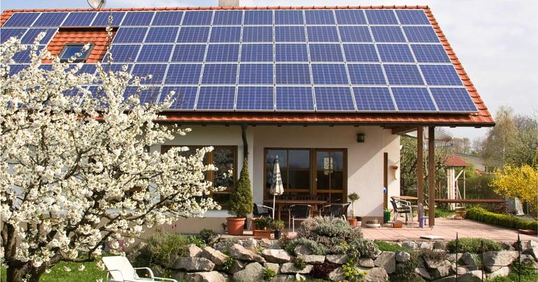 Lumme_talo_aurinkopaneelit